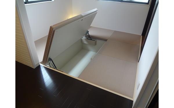 1階和室床下収納